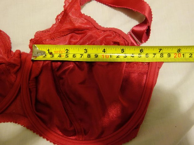 Cup width measured without underwires, 16cm